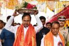 PICS: ఉజ్జయిని మహంకాళికి బోనం సమర్పించిన కేసీఆర్