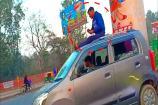 Video : ఈ రోడ్డేమైనా మీ బాబుదా? కార్ డ్రైవర్కు కౌంటర్