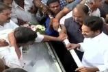 Video : బాబాయ్ వివేకా భౌతిక కాయానికి వైఎస్ జగన్ నివాళి