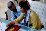 Video: నగల దుకాణంలో బంగారం దోచేసిన మహిళ... సీసీటీవీ వీడియో...