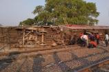 Video : ఉత్తరప్రదేశ్లో పట్టాలు తప్పిన రైలు