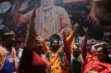 Video: తెలంగాణలో బీజేపీ కార్యకర్తల సంబరాలు... చిందేసిన మహిళా నేతలు...
