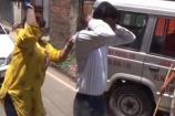 Video: ఏసీబీనంటూ డబ్బులు వసూలు... డబ్బులిస్తానంటూ పిలిచి కుమ్మేసిన మహిళ...