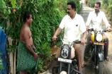 Video : బైకుపై ఇంటింటికీ వెళ్లి థాంక్స్ చెబుతున్న మాజీ ఎమ్మెల్యే