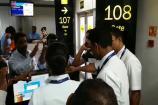 Video: విమాన ఆలస్యంపై స్పందించని సిబ్బంది.. శంషాబాద్ ఎయిర్పోర్టులో రచ్చ రచ్చ
