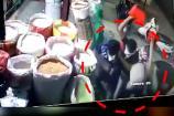 Video : అయ్యబాబోయ్... చచ్చేలా కొట్టారుగా... సీసీ కెమెరాల్లో రికార్డ్...