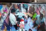 Video: దమ్మున్నోళ్లు.. లూటీకోసం వచ్చిన వారిని పరిగెత్తించారు..