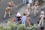 Video: పోలీస్ స్టేషన్ను ముందు ఏసీపీని చావబాదారు..