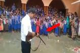Video: చుట్టూ వందల మంది పిల్లలు.. గన్ ఎక్కుపెట్టిన ప్రిన్సిపాల్