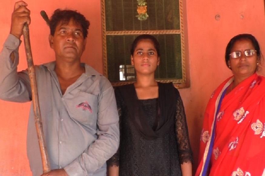 బండినే కాదు... కుటుంబాన్నీ నడిపిస్తున్న యువతి!, After father met with accident, Daughter became driver to earn money for family