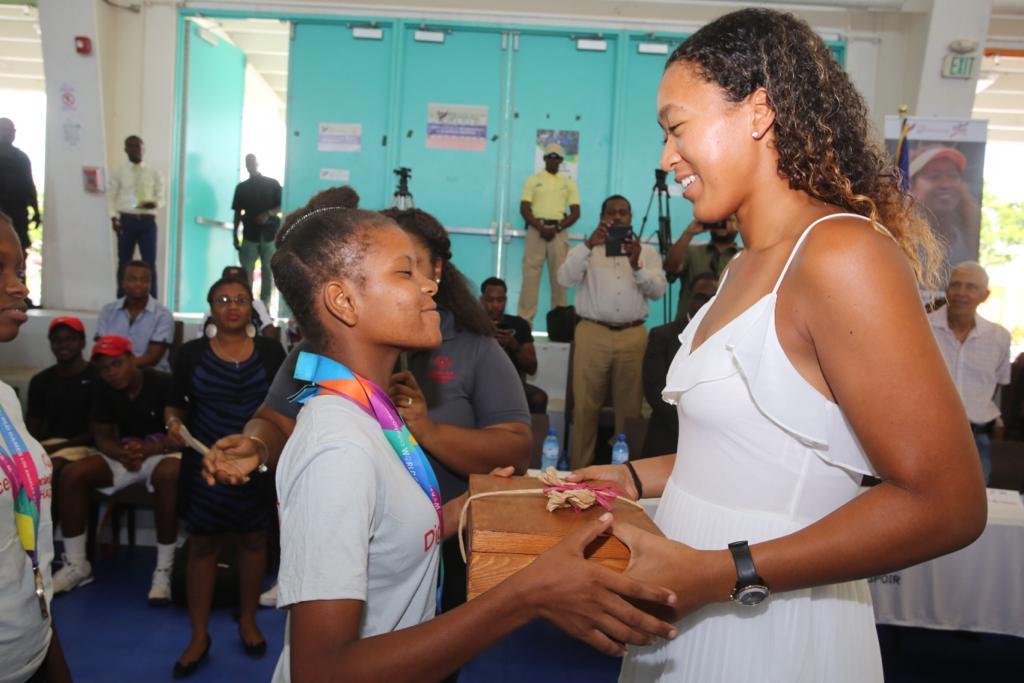 ప్రమోషనల్ ఈవెంట్లో చిన్నారులతో కలిసి జపనీస్ టెన్నిస్ క్వీన్ నవోమీ ఒసాకా సందడి చేసింది. (Communication Haiti / twitter )