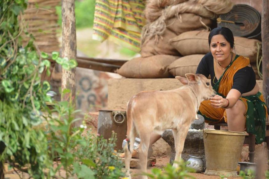'రంగస్థలం'లో రంగమ్మత్త పాత్రలో నటనకు గాను బెస్ట్ సపోర్టింగ్ యాక్ట్రెస్ గా అవార్డు అందుకున్న అనసూయ (Twitter/Photo)