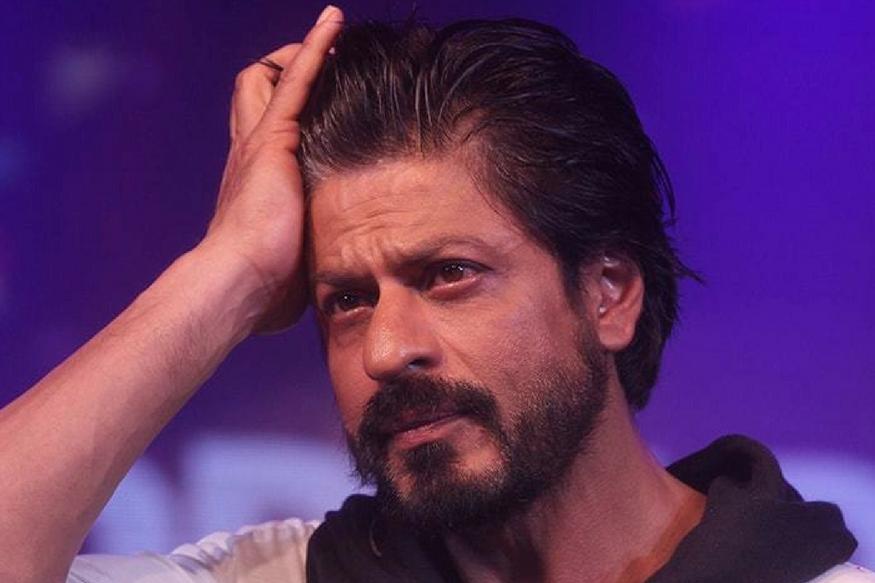 #ZeroToday: Shah Rukh Khan All hopes on Zero Movie.. పగవాడికి కూడా ఇలాంటి కష్టాలు రాకూడదు. ఇప్పుడు షారుక్ ఖాన్ పరిస్థితి చూస్తుంటే ఇదే అనిపిస్తుంది. షారుక్ పేరుకు కోట్లాది మంది అభిమానులు ఉన్నారు. బాలీవుడ్ రికార్డులు తిరగరాయడానికి ఈ ఒక్క పేరు చాలు. ఒకప్పుడు ఇండస్ట్రీ రికార్డులతో చెడుగుడు ఆడుకున్న కింగ్ ఖాన్.. ఇప్పుడు ఉనికి కోసం పాటు పడుతున్నాడు. ఈయన సినిమాలు కొన్నేళ్లుగా సరిగ్గా ఆడటం లేదు. zero movie,zero movie review,zero movie trailer released,Shah Rukh Khan zero trailer,anand l rai,srk zero,katrina kaif,anushka sharma,షారుక్ ఖాన్,జీరో ట్రైలర్ విడుదల,ఆనంద్ ఎల్ రాయ్,మరుగుజ్జుగా షారుక్,కత్రినా కైఫ్, అనుష్క శర్మ