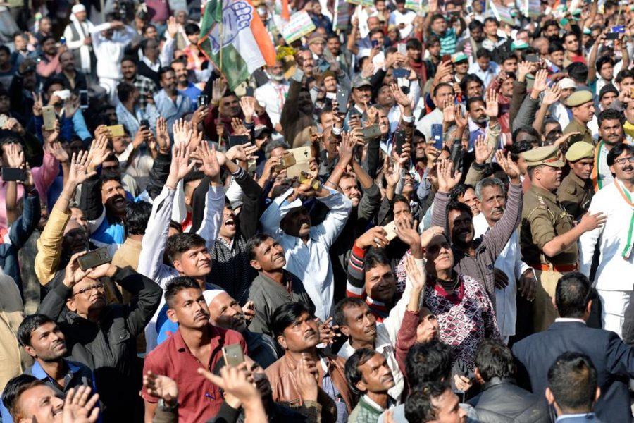 రాహుల్ గాంధీ, ప్రియాంక గాంధీలను చూసేందుకు తరలివచ్చిన కాంగ్రెస్ శ్రేణులు(Photo: Congress/Twitter)