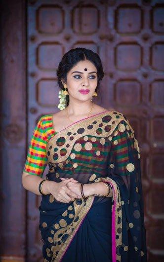 పటాస్ యాంకర్ శ్రీముఖి హాట్ ఫోటోస్ Photo: Twitter