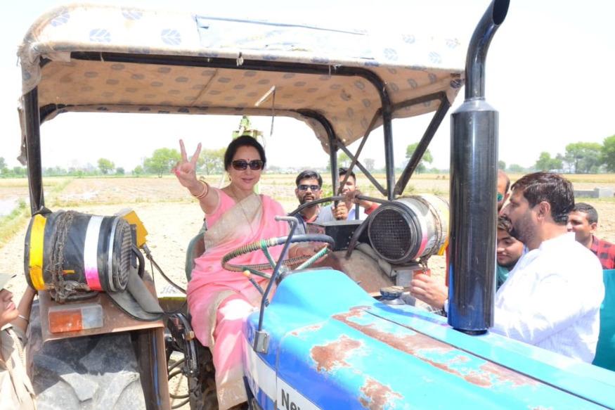 గోవర్ధన్ (యూపీ)లో హేమా మాలిని ఎన్నికల ప్రచారం (Image:ANI)