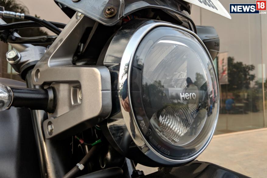 15. హీరో ఎక్స్ పల్స్ 200 మాటీ గ్రీన్, పెరల్ ఫేడ్లెస్ వైట్, మాటీ యాక్సిస్ గ్రే కలర్స్లో లభిస్తుంది. (Image: Manav Sinha/News18.com)