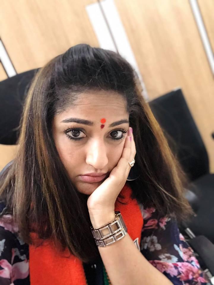 ఆడపిల్లపై నిందలు వేసేవాళ్లు... తిన్నా, తినకపోయినా పోతారన్న ఆమె... దేవుడికి పూజలు చేసినంత మాత్రాన మంచివాళ్లు అయిపోరని శాపనార్థాలు పెట్టింది. (Image :FB/ActressMaadhaviLatha)