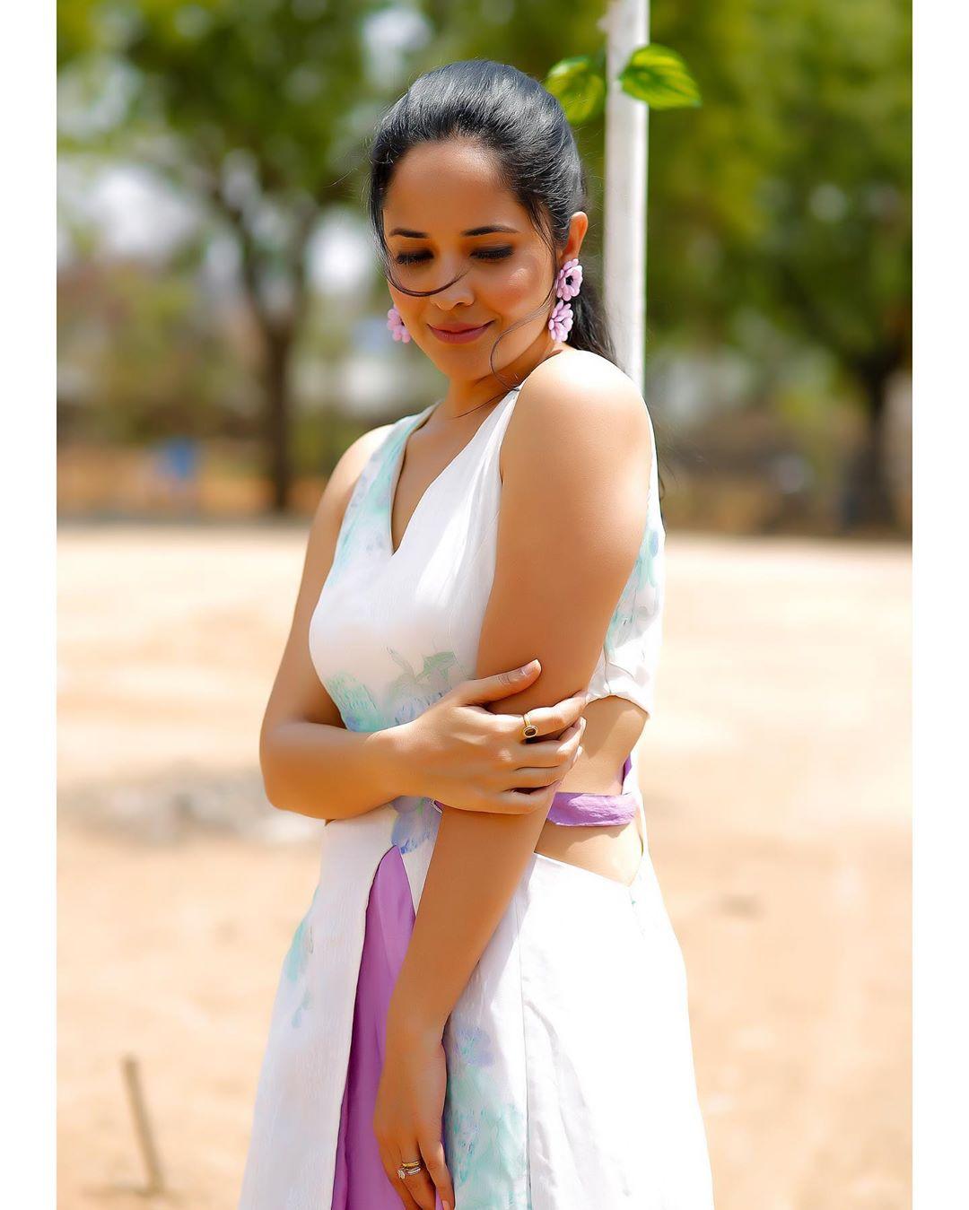 జబర్దస్త్ భామ అనసూయ లేటెస్ట్ ఫోటో షూట్ Photo: Instagram.com/itsme_anasuya