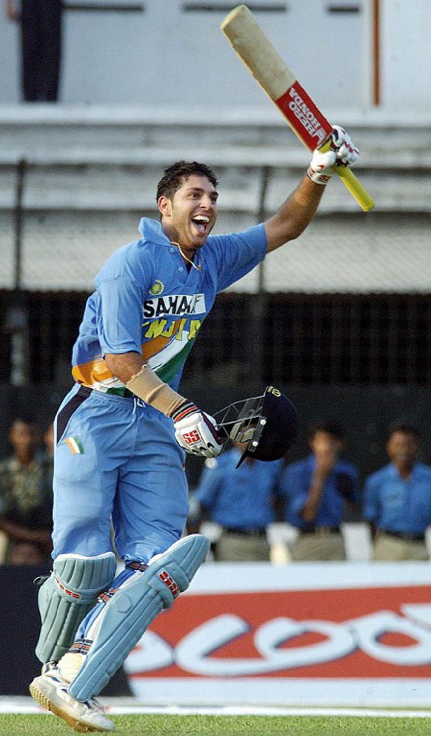 బంగ్లాదేశ్తో జరిగిన మ్యాచ్లో సెంచరీతో కదం తొక్కిన యువీ (ఫైల్) (Image: AFP)