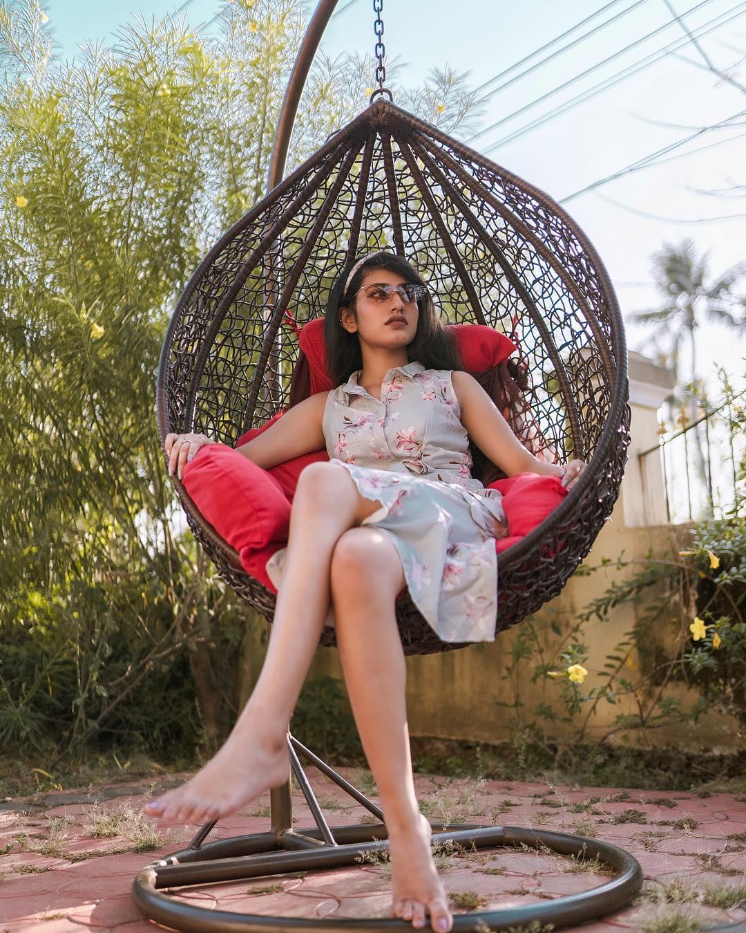 హాట్ ఫోటో షూట్లతో అదరగొడుతోన్న ప్రియా వారియర్ Photo: Instagram/priya.p.varrier