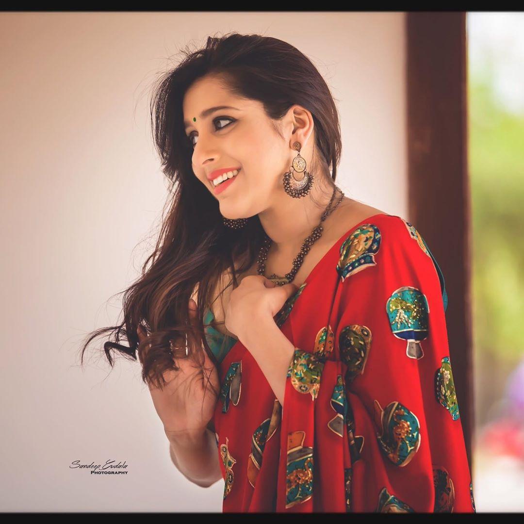 జబర్దస్త్ యాంకర్ రష్మీ గౌతమ్ / Instagram Photos