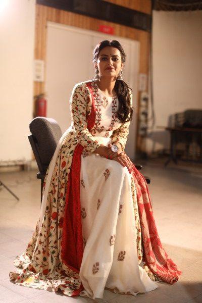 జెర్సీ ఫేమ్ శ్రద్ధా శ్రీనాథ్ లేటెస్ట్ ఫోటో షూట్ / Photos Instagram