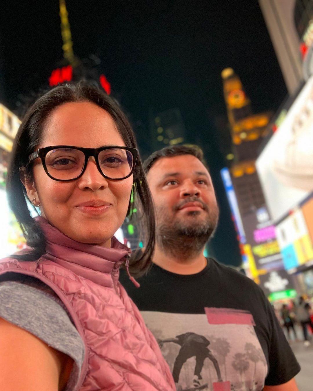 న్యూయార్క్ నగర వీధుల్లో భర్తతో అనసూయ చక్కర్లు Photo: Instagram.com/itsme_anasuya