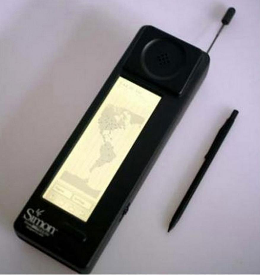 11. కేవలం 2000 సైమన్ స్మార్ట్ఫోన్లనే తయారుచేసింది ఐబీఎం. చాలావరకు బెల్సౌత్ కంపెనీకి వెనక్కి వచ్చాయి. (Image: AFP)
