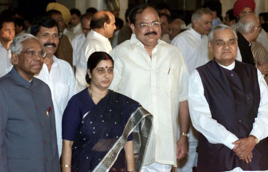 అప్పటి దిగ్గజ నేతలతో అటల్ బిహారీ వాజ్పేయి (Image: Reuters)