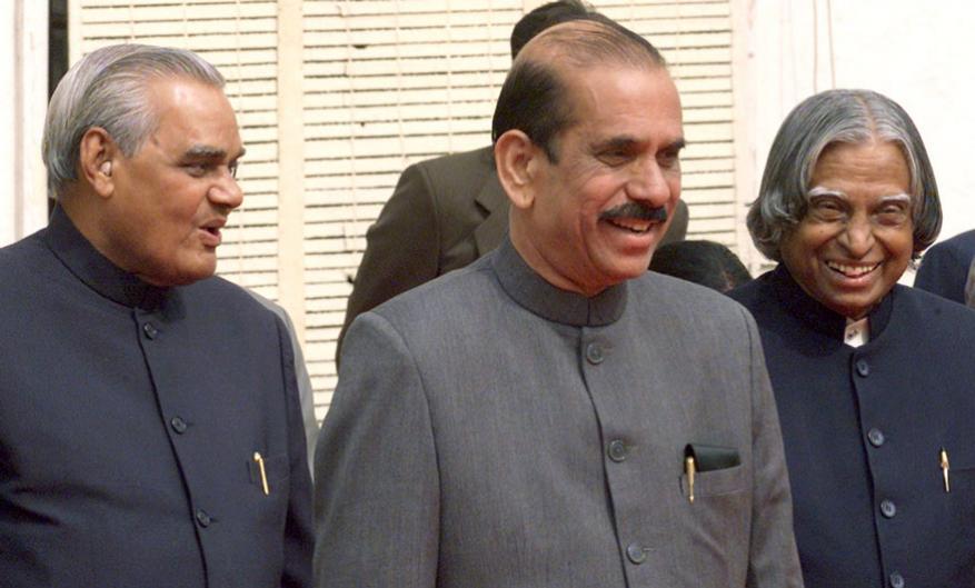 అప్పటి రాష్ట్రపతి అబ్దుల్ కలాం, లోక్సభ స్వీకర్ మనోహర్ జోషితో వాజ్పేయి (Image: Reuters)