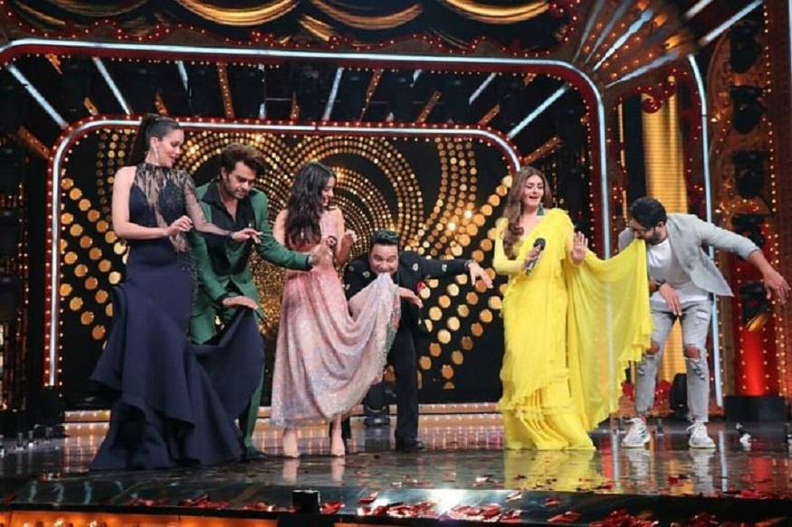 saaho promotion prabhas perform salman dance with senior heroine raveena tandon,prabhas,raveena tandon,prabhas raveena tandon,prabhas dance with raveena tandon,saaho,prabhas saaho,saaho movie,saaho trailer,saaho movie songs,saaho songs,raveena tandon with prabhas,saaho song,prabhas saaho trailer,saaho movie trailer,saaho hindi trailer,prabhas new movie,prabhas new song saaho,prabhas fan of raveena tandon,prabhas about raveena tandon,prabhas and raveena tandon,saaho teaser,prabhas movies,#saaho,saaho enni soni song,saaho movie song,saaho pramotions,bollywood,hindi cinema,ప్రభాస్ సాహో ప్రమోషన్స్,ప్రభాస్ సాహో ప్రమోషన్స్,సాహో ప్రమోషన్స్ ప్రభాస్ రవీనా టాండన్,ప్రభాస్ రవీనా టాండన్,నచ్ బలియే,నచ్ బలియే,టాలీవుడ్,బాలీవుడ్ సినిమా,