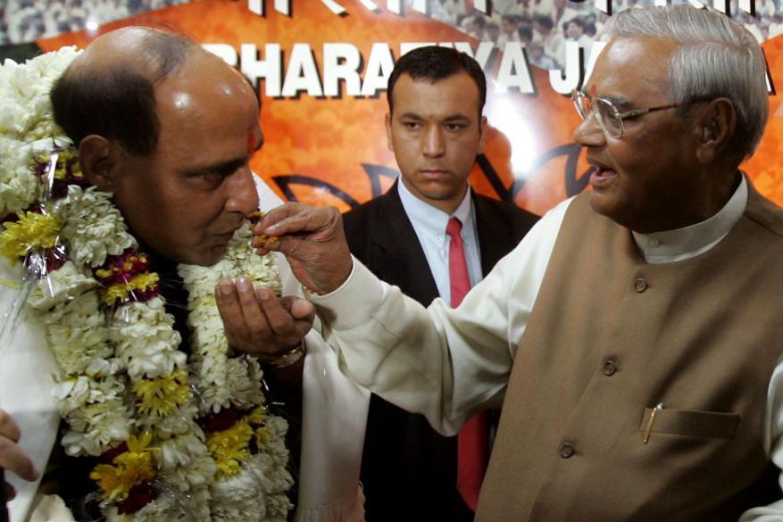 కేంద్ర రక్షణ మంత్రి రాజ్నాథ్ సింగ్తో అటల్ జీ (Image: Reuters)