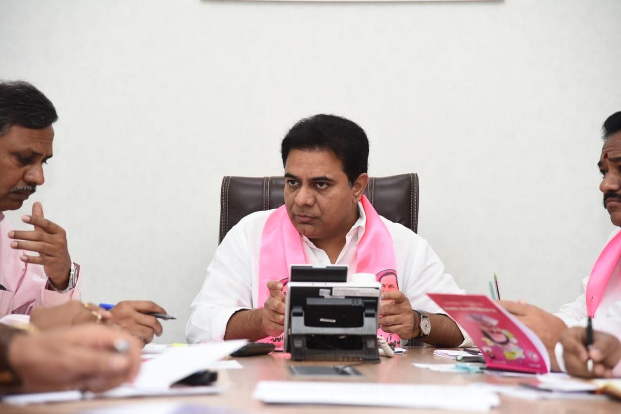 కీలక పదవులపై కేటీఆర్ కసరత్తు... కేసీఆరే ఫైనల్...   Cm kcr and ktr to take final decision on chairpersons and mayors ak