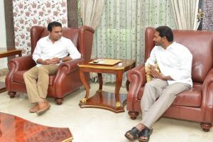 Pics: వైఎస్ జగన్తో కేటీఆర్ భేటీ